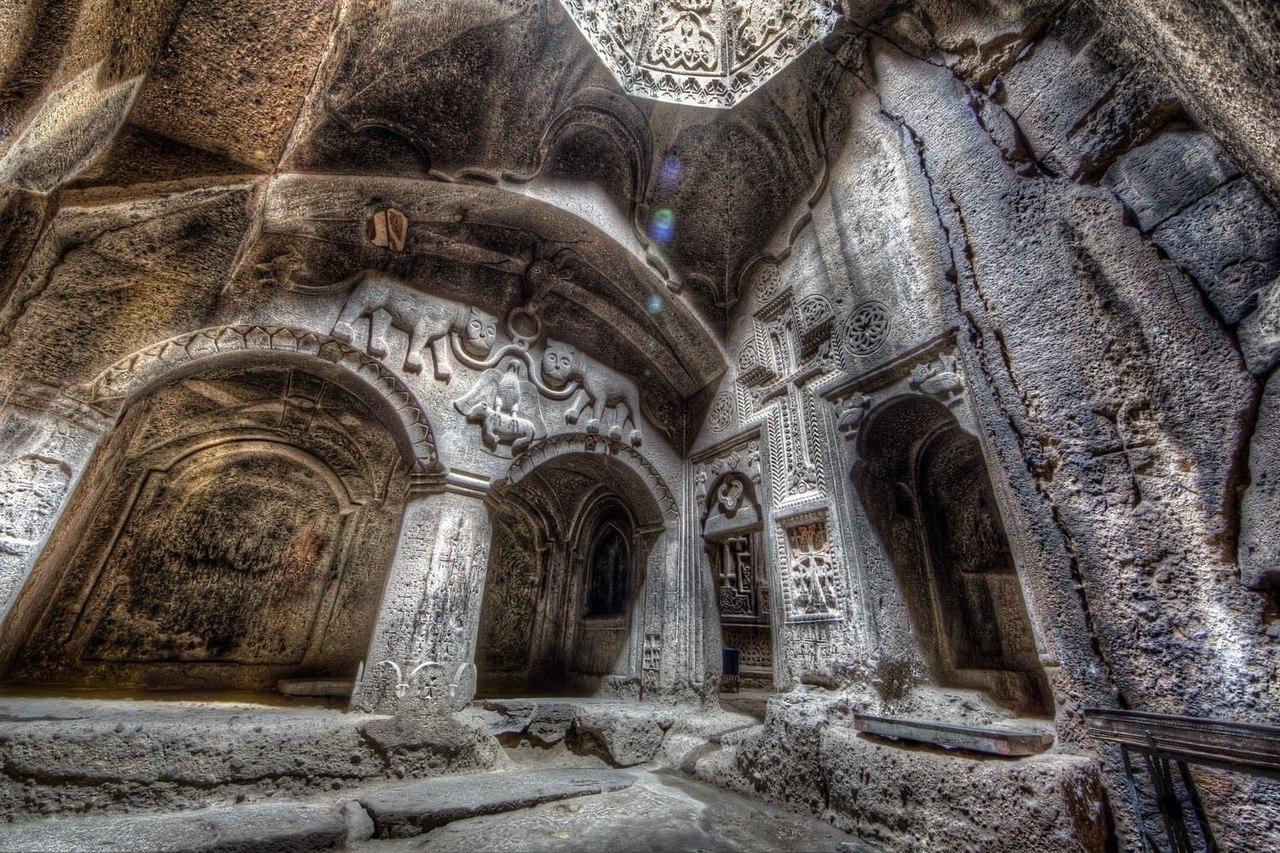 1399226485_4gmp9nbh4lc Монастырь Гегард в Армении.