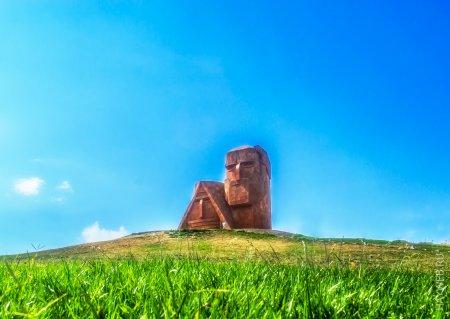 Монумент «Мы — наши горы»