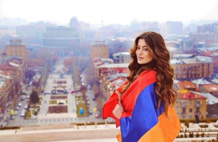 Ивета Мукучян на Каскаде, Ереван