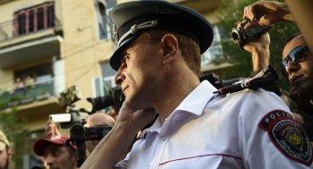 Замначальника Полиции отказался покидать захваченное здание