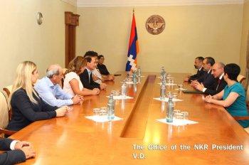 Прибывшего в Степанакерт известного американского писателя принял президент Карабаха