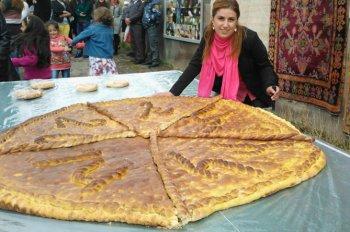 Гигантскую и крохотную гату испекут на фестивале в армянском селе