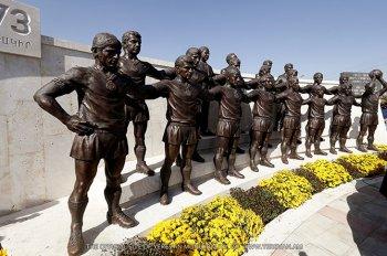 Скульптурная группа, посвященная чемпионам СССР