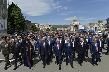 Президенты двух армянских республик приняли участие в празднике Победы и Мира в Арцахе