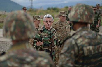 Президент Армении посетил боевые позиции