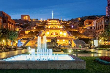 Каскад, вечерний Ереван